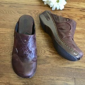 Born tooled leather clog mules 9 women's brown